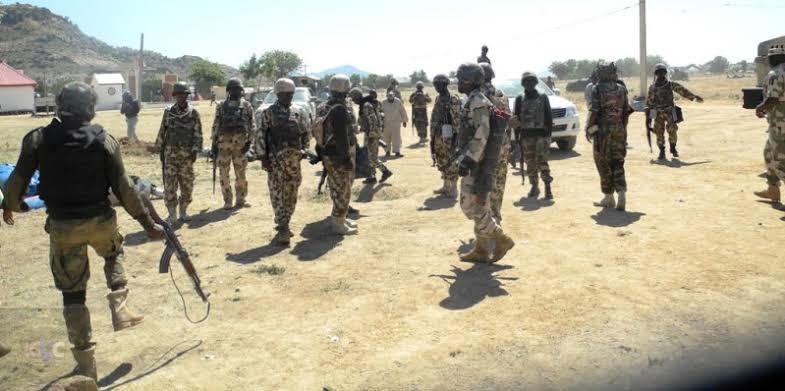 Nigeria police vs army