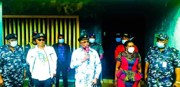 Gov Obiano visits SARS offices in Anambra, frees detainees #anambra #Obiano #SARS