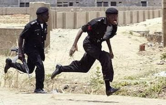 VIDEO: Nigeria Policemen on the run as Eastern Security Network personnel Ambushed them